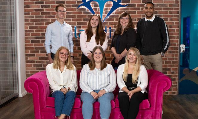Die neuen Kolleginnen und Kollegen bei blau direkt